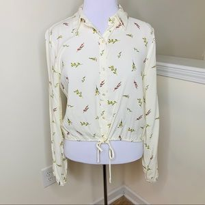 🎉5 for $25🎉 Lily White Floral Top